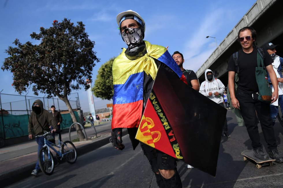 La bandera acompaña la marcha