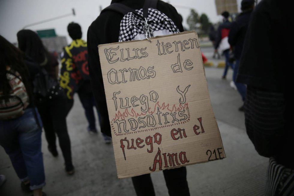 Con fuertes mensajes los manifestantes buscan concientizar