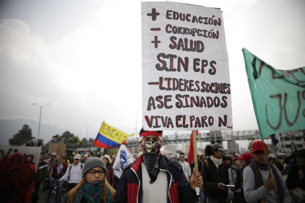 Los manifestantes salen a las calles a exigir una mejor Colombia