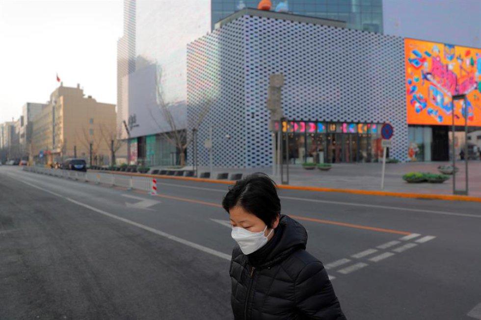 Fue en esta ciudad de once millones de habitantes donde primero se dio la orden de prohibir los transportes públicos, cerrando la ciudad a cal y canto antes de que se extendiera al resto de la provincia de Hubei, con la esperanza de controlar la propagación de la neumonía.