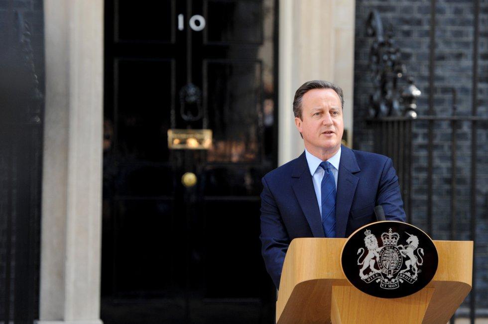 David Cameron (Conservador):El exprimer ministro del Reino Unido, convencido de las bondades de la unión, convocó a un referendo en 2016 para que los británicos decidieran si el Reino Unido debía permanecer en la Unión Europea o abandonarla. Los resultados arrojaron que el 52% de los británicos deseaba dejar el bloque de cooperación. Ante la decisión adversa, renunció y fue reemplazado por Theresa May. El año pasado en una entrevista con NPR, Cameron dijo que lo que más lamenta en su carrera es haber perdido el referendo y piensa que pudo haber hecho una mejor campaña o liderado una mejor negociación.