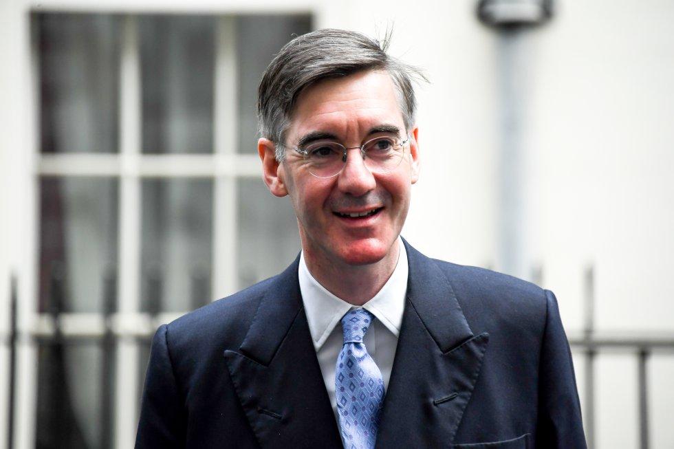Jacob Rees-Mogg (Conservador):Fue uno de los opositores más fuertes de May, afirmando que no apoyaría ningún acuerdo a menos de que los controles migratorios se mantuvieran en la frontera de Irlanda del Norte.