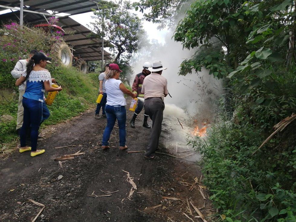 Bomberos de Pinchote, Santander previenen incendios: Bomberos de Pinchote, Santander previenen incendios
