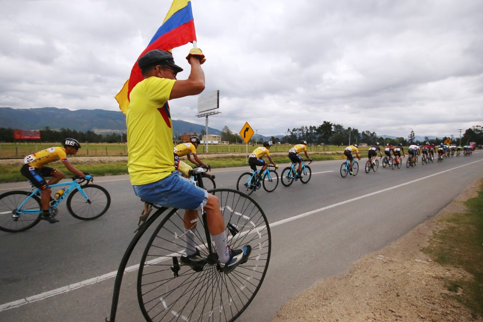 La emoción de los aficionados quienes acompañaron a los ciclistas en el desarrollo de la fracción