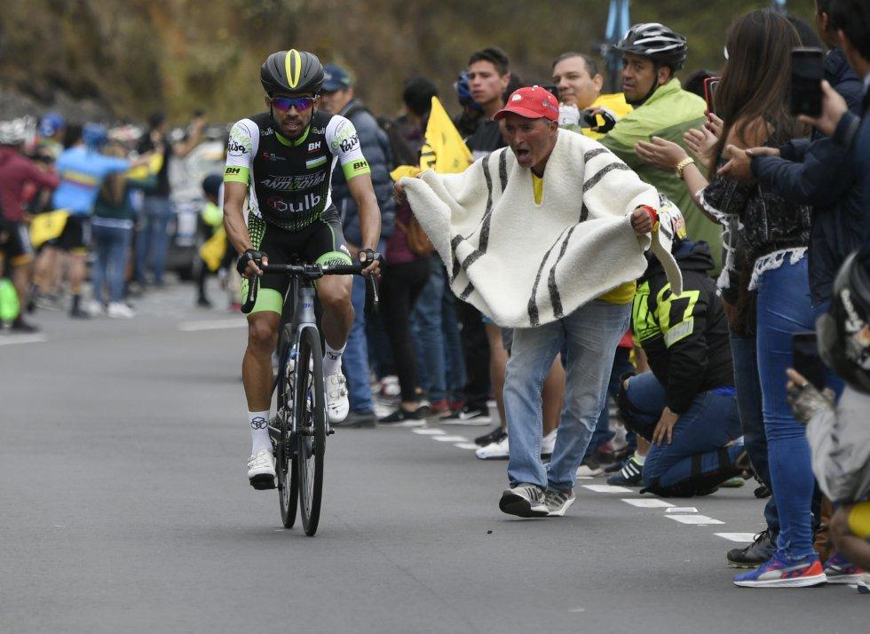 Los fanáticos junto a los pedalistas en el duro ascenso al Verjón (premio de segunda categoría)