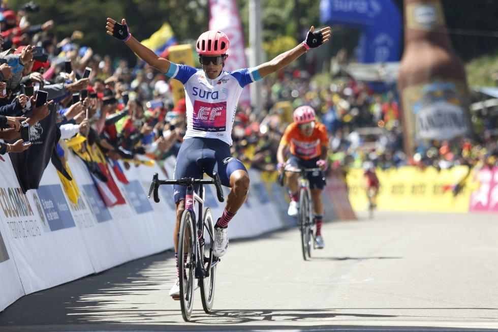 Daniel Felipe Martínez en su celebración tras ganar la sexta etapa de la carrera.