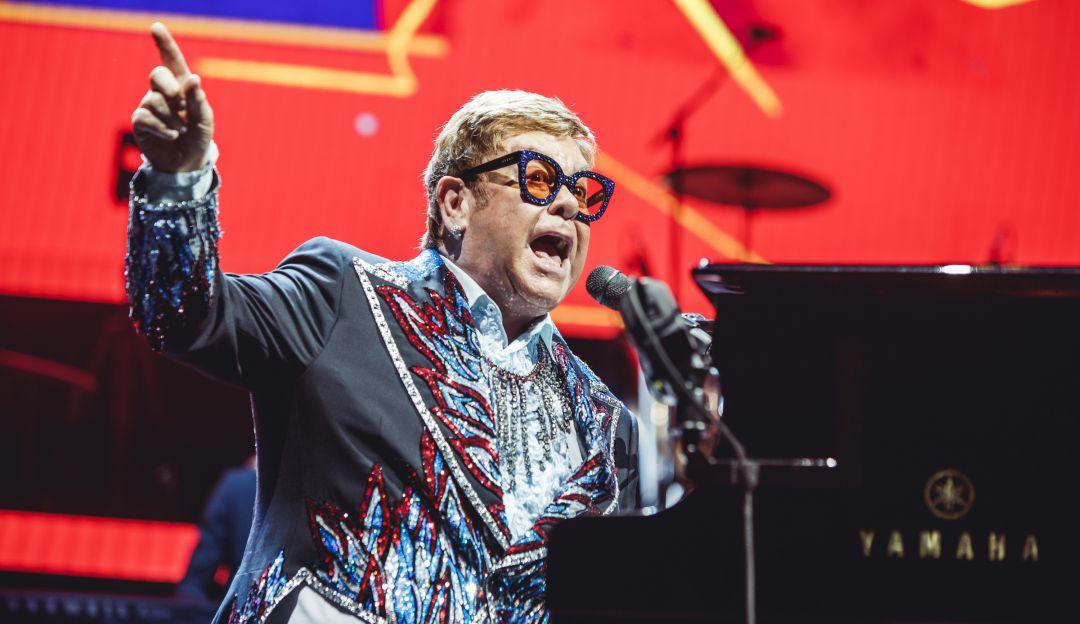 .Elton John suspende un concierto en Nueva Zelanda al quedarse sin voz.