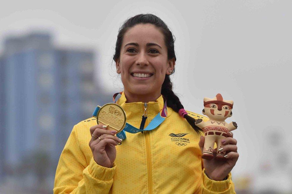 BMX - Primera atleta colombiana en conseguir dos medallas de oro en los Juegos Olímpicos (Londres 2012 y Río 2016)