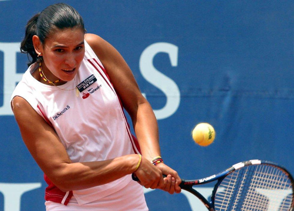 Tenis - Alcanzó el puesto 16 en el ranking de la WTA. Además, fue semifinalista en el Abierto de Australia 2004.