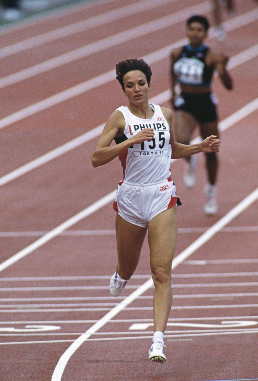 Atletismo - Distinguida por ser la primera atleta colombiana en ganar una medalla olímpica en atletismo (400 metros planos en Barcelona 1992)
