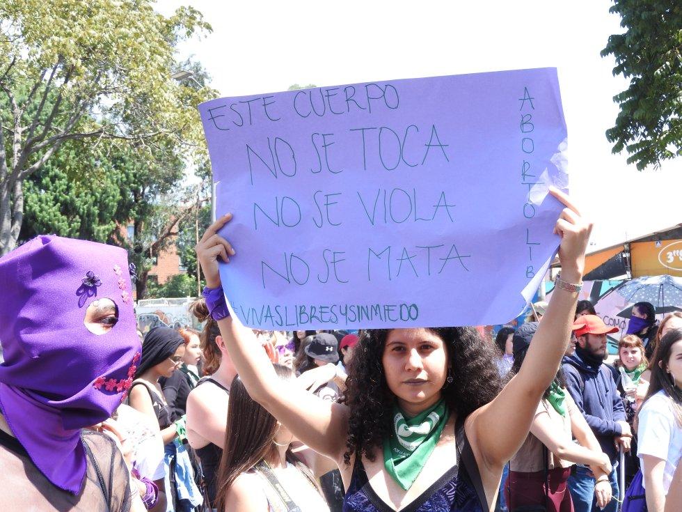 Las asistentes lazaron mensajes para que se respete el cuerpo de cada mujer en la sociedad.