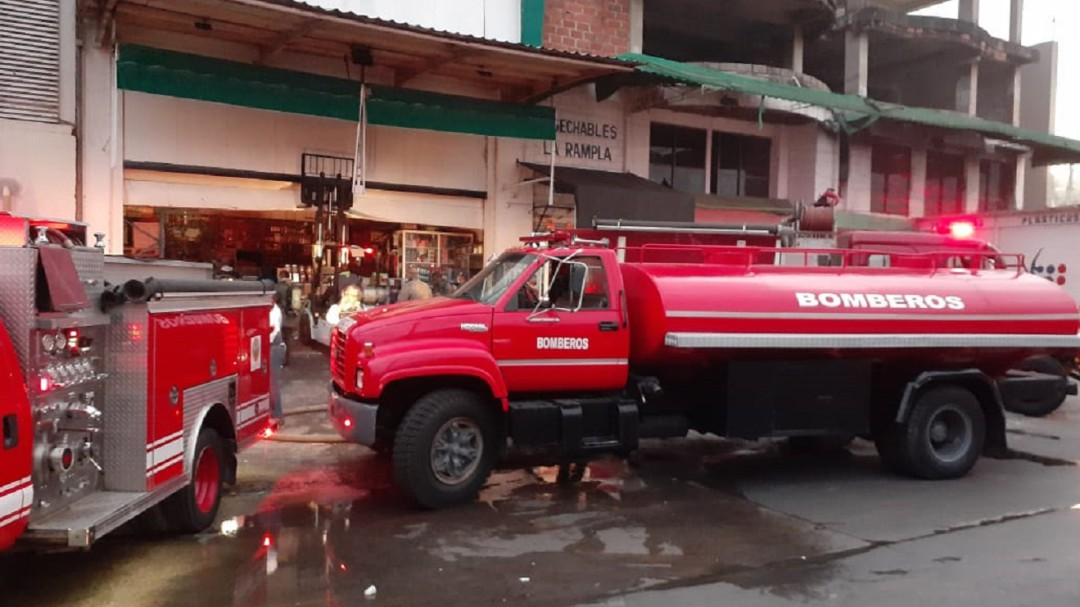 [Video] Incendio consume parte de una bodega en Cartagena