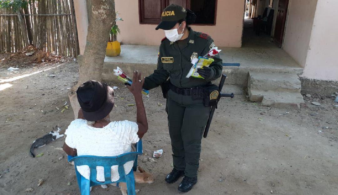 Celebración Día de La Madre Policía Bolívar: Con rosas y serenatas, la Policía de Bolívar sorprende a las madres | Cartagena  | Caracol Radio