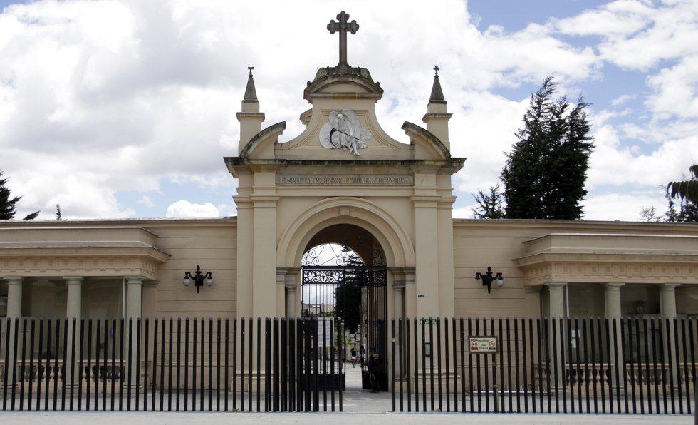 Este lugar se encuentra ubicado en el centro de la capital colombiana y es considerado como el cementerio más antiguo de la ciudad, fue abierto en 1836, entre sus paredes a punto de caerse y los callejones con tumbas abandonadas, suelen esconderse historias de brujería y apariciones.