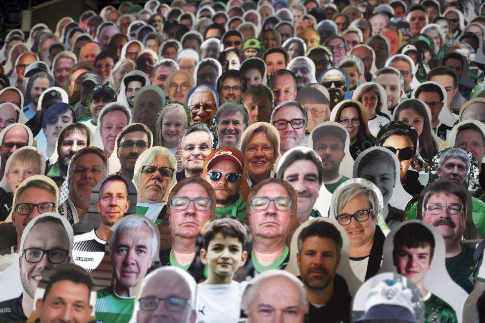 Cerca de 13 mil hinchas de cartón asistieron al estadio para ver al Borussia Mönchengladbach contra el Bayer Leverkusen.