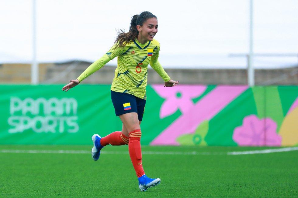 Aguerrida y muy ordenada, tanto en defensa como en el mediocampo. Participó con la Selección Colombia en la Copa Mundial de la FIFA Canadá 2015 y los Juegos Olímpicos Río 2016. Medalla de oro en los Panamericanos 2019.