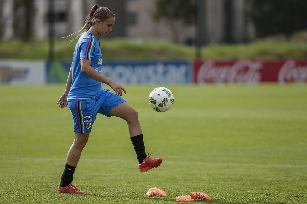 A sus 25 años ha tenido un amplio recorrido por el fútbol nacional e internacional, pasando por equipos como el Atlético de Madrid, Rayo Vallecano, América y Junior. Recordada por su gran actuación en el Sudamericano Femenino Sub-17 en el 2012.