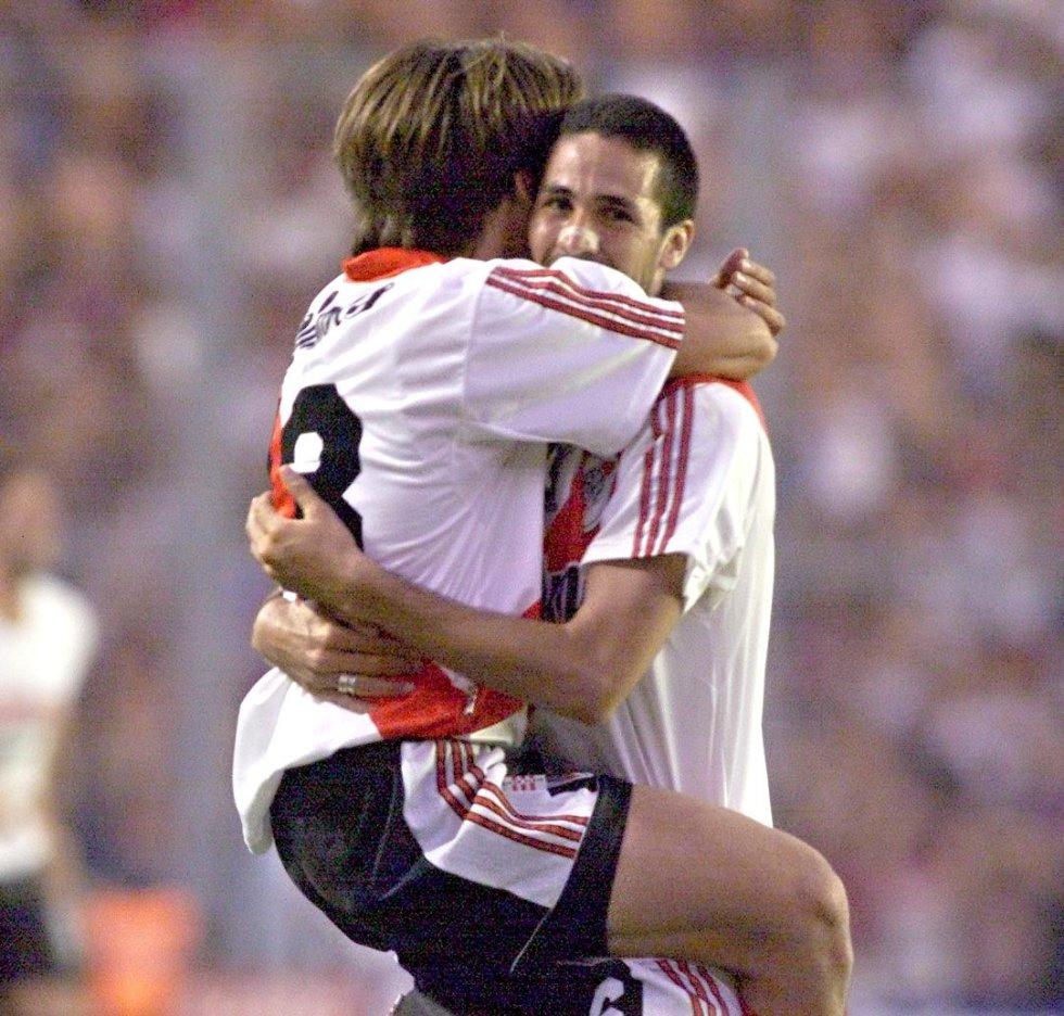 Seguido de Ángel llegó Yepes, en 1999. Hizo parte del equipo campeón del Apertura 1999 y el Clausura 2000. Además, alcanzó a marcar 6 goles antes de partir al Nantes en 2002.