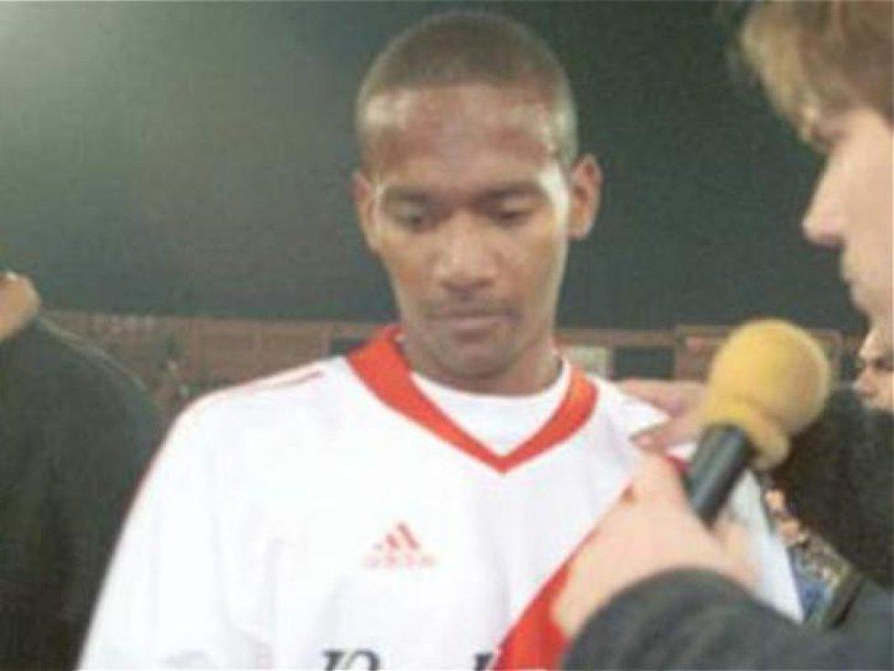 El lateral colombiano no tuvo un buen paso por River Plate. Llegó a medidados del 2002 y terminó partiendo a los seis meses.