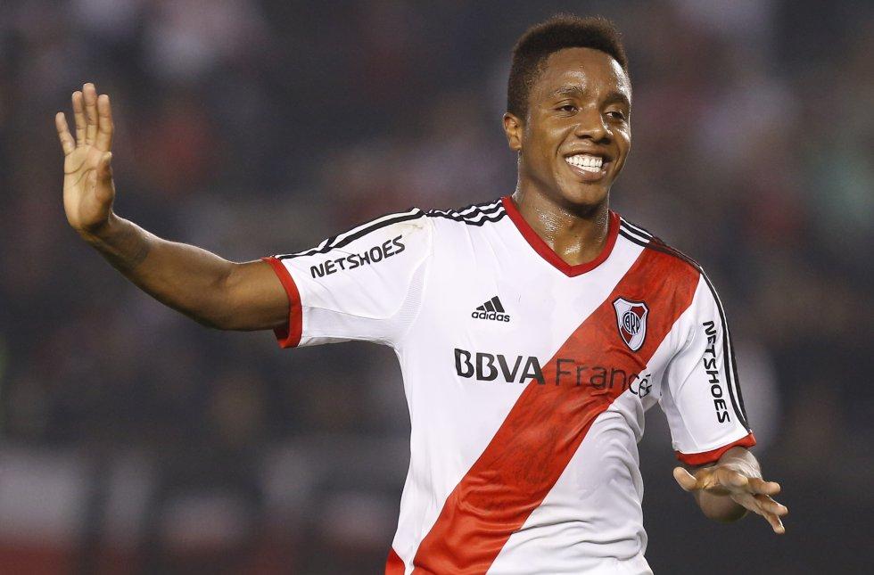 Estuvo entre el 2013 y 2014 con River Plate. tiempo en el cual se ganó un puesto como titular, llegando a jugar 33 partidos y a marcar 8 goles. Fue campeón en el Toneo Clausura 2014.