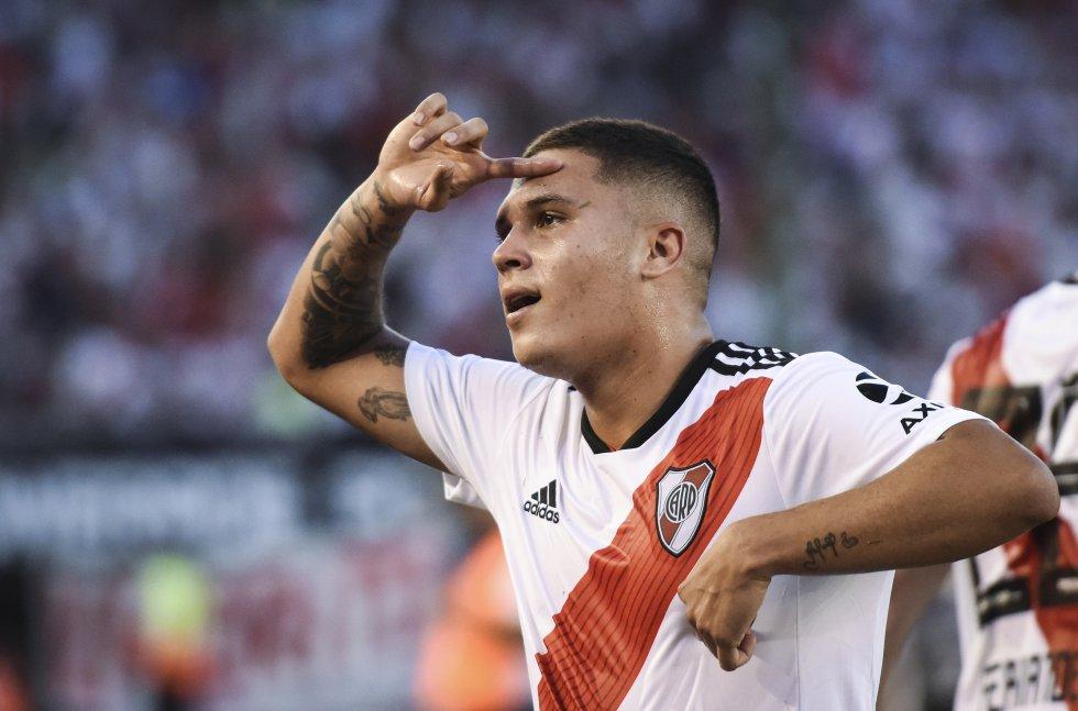 'Juanfer' ha demostrado todo su talento visitiendo la camiseta de River, con la que ha disputado más de 40 partidos y ha marcado 13 goles. Recordado en el corazón del hincha por encaminar, tras un golazo, la final de la Copa Libertadores 2018 ante Boca Juniors.
