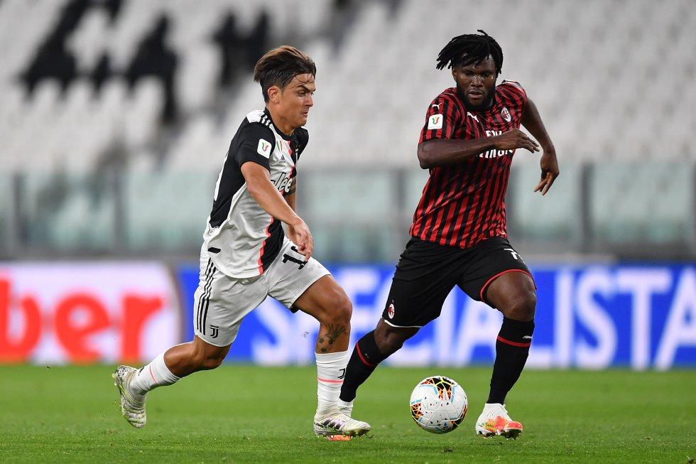 En los primeros de partidos Juventus ejerció una presión alta sobre el Milan, apoderándose de la posesión de la pelota y teniendo varios acercamientos a gol.