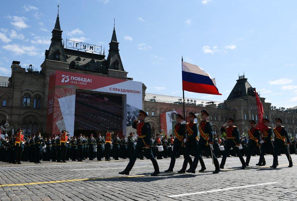 El desfile en conmemoración del septuagésimo quinto aniversario de la victoria de la Unión Soviética sobre la Alemania nazi se ha celebrado finalmente el miércoles 24 de junio en la Plaza Roja de Moscú, tras haber tenido que ser aplazada su celebración el 9 de mayo como consecuencia de la pandemia del coronavirus.