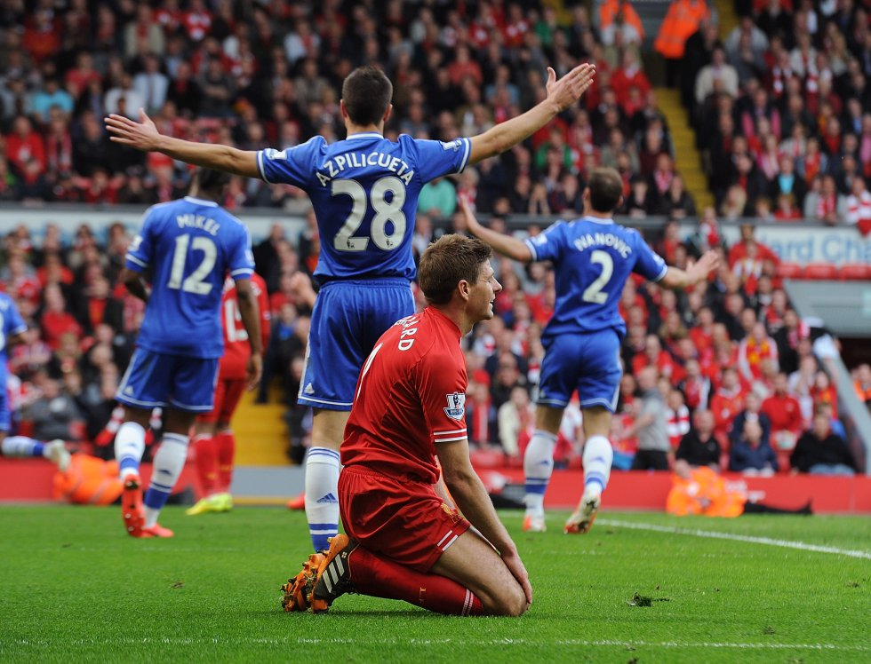 Durante los 30 años que pasó el Liverpool sin ser campeón, el equipo 'Red' rozó el título en varias ocasiones, ya que terminó subcampeón en las ediciones de 2001-02, 2008-09, 2013-14 y 2018-19.