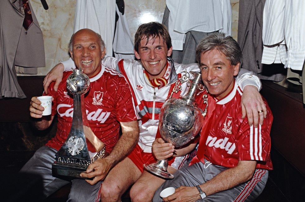 El entrenador del Liverpool en el título de 1990 era Kenny Dalglish, quien ese entonces actuó como jugador y técnico al mismo tiempo. El escocés alzó nueve títulos de Liga con la camiseta de los 'Reds', entre ellos tres siendo DT.