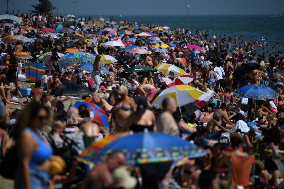 A pocos días de que se levantara la cuarentena, en Inglaterra ya se ven las playas llenas.