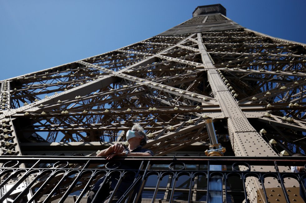 Reabren la Torre Eiffel en París, Francia.