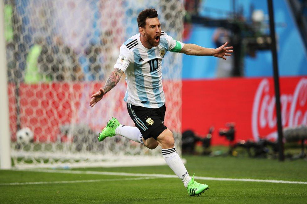 Entretanto, con Argentina, ha celebrado 34 tantos en partidos amistosos, 21 en eliminatorias sudamericanas, 9 en partidos de la Copa América y 6 en la Copa del Mundo.