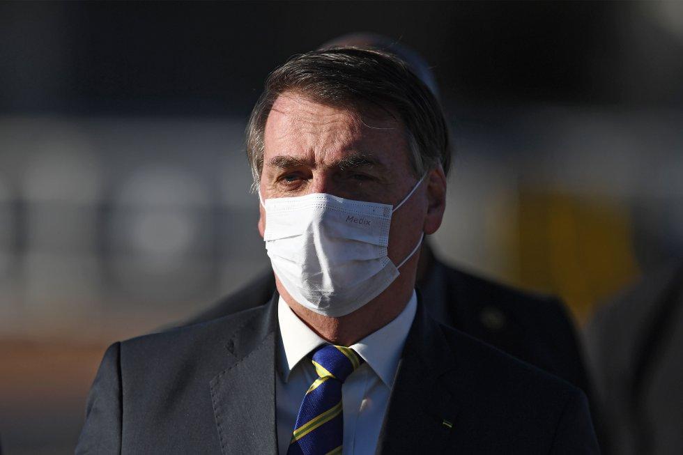 """El 15 de marzo Bolsonaro comentó que se debían tomar las medidas sanitarias adecuadas. """"No podemos entrar en una neurosis, como si fuera el fin del mundo"""", dijo."""