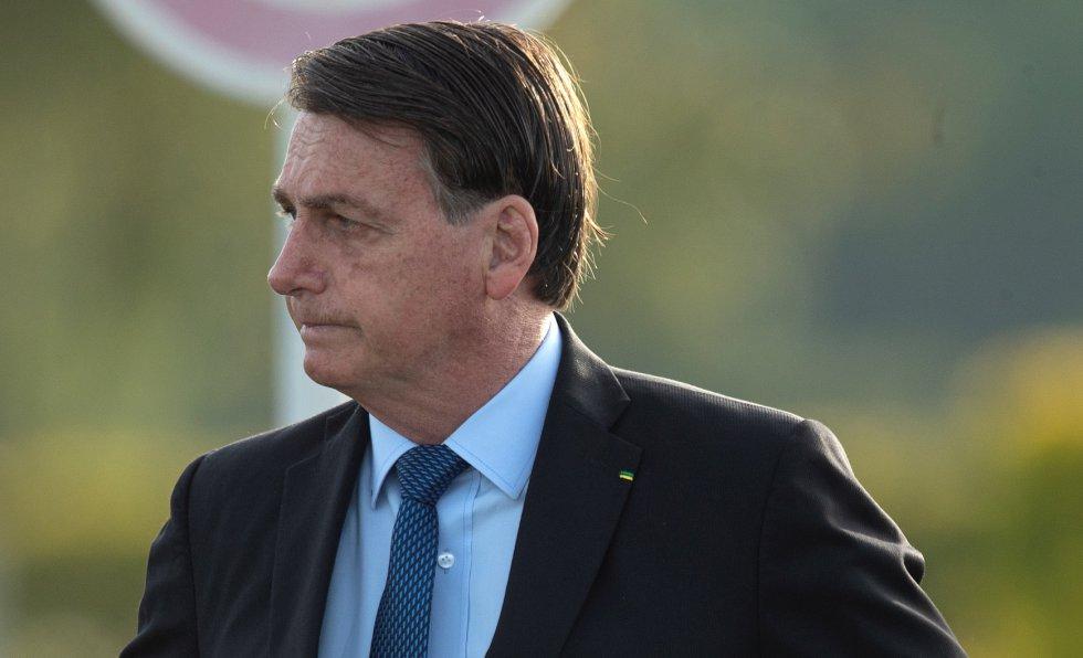 Una semana después, Twitter eliminó un tuit de Bolsonaro en el que incitaba a la gente a ir a trabajar y en que el mencionaba que el uso de cloroquina era efectivo.