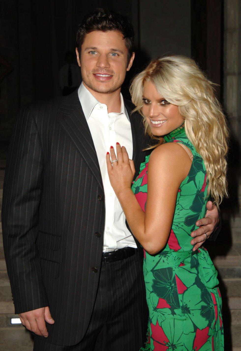 El cantante Nick Lachey sostenía un matrimonio saludable con Jessica Simpson, hasta que ella le fue infiel con Adam levine, vocalista de Maroon 5.
