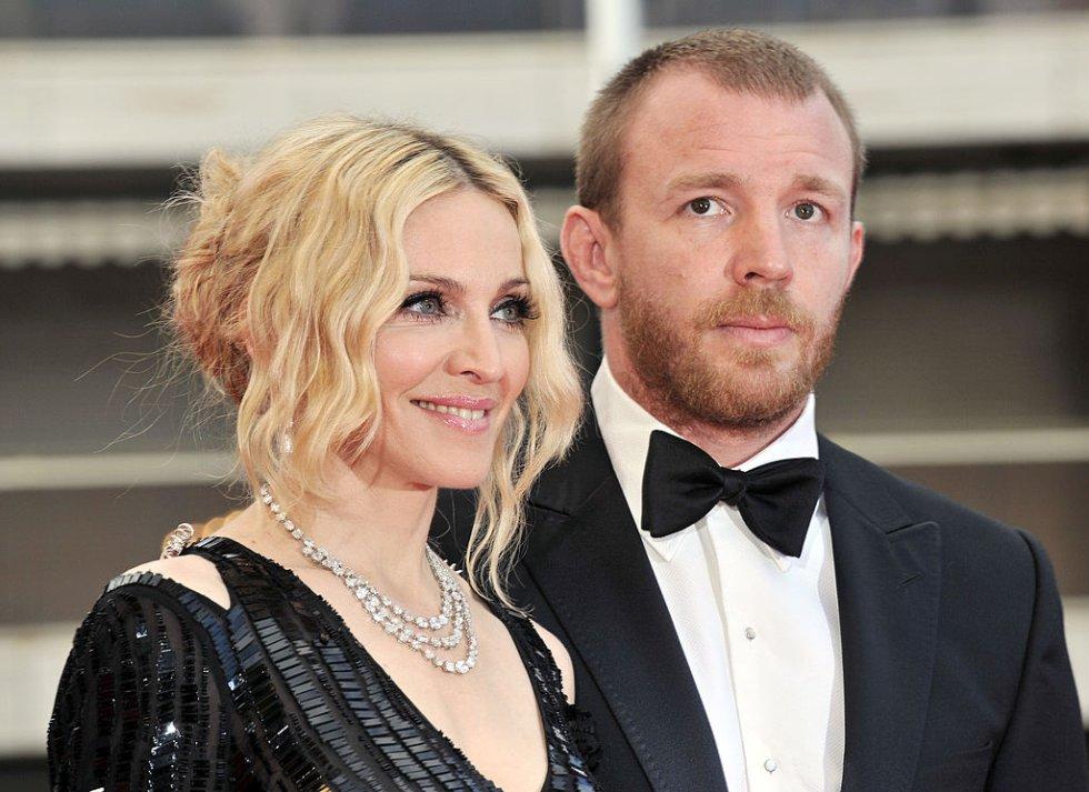 La relación de Madonna y Guy Ritchie terminó en divorcio, luego de que la cantante sospechara que su pareja le fuera infiel con la modelo danesa Tania Strecker.
