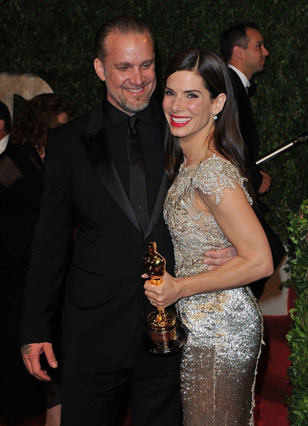 Jesse James le fue infiel a Sanda Bullock con una modelo y actriz. Bullock se enteró durante una ceremonia de los Óscar.