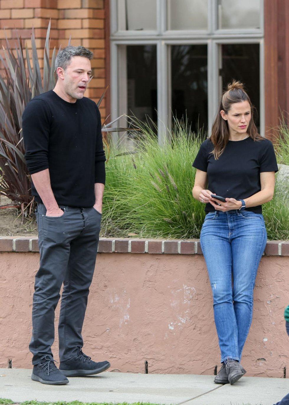 Ben Affleck no solo fue el tercero en otras relaciones, sino que engañó a Jennifer Garner con la niñera de sus hijos. Luego de esto, la pareja se separó.