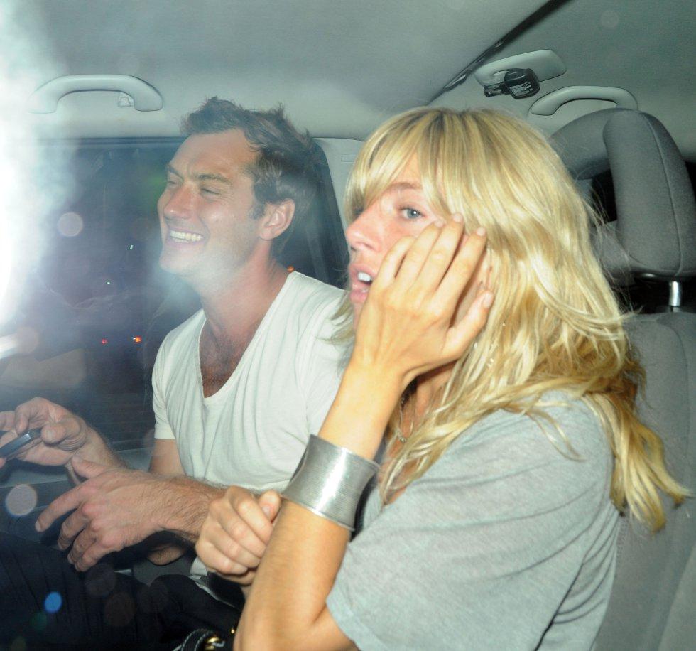Jude Law se metió con la niñera y engañó a Sienna Miller.