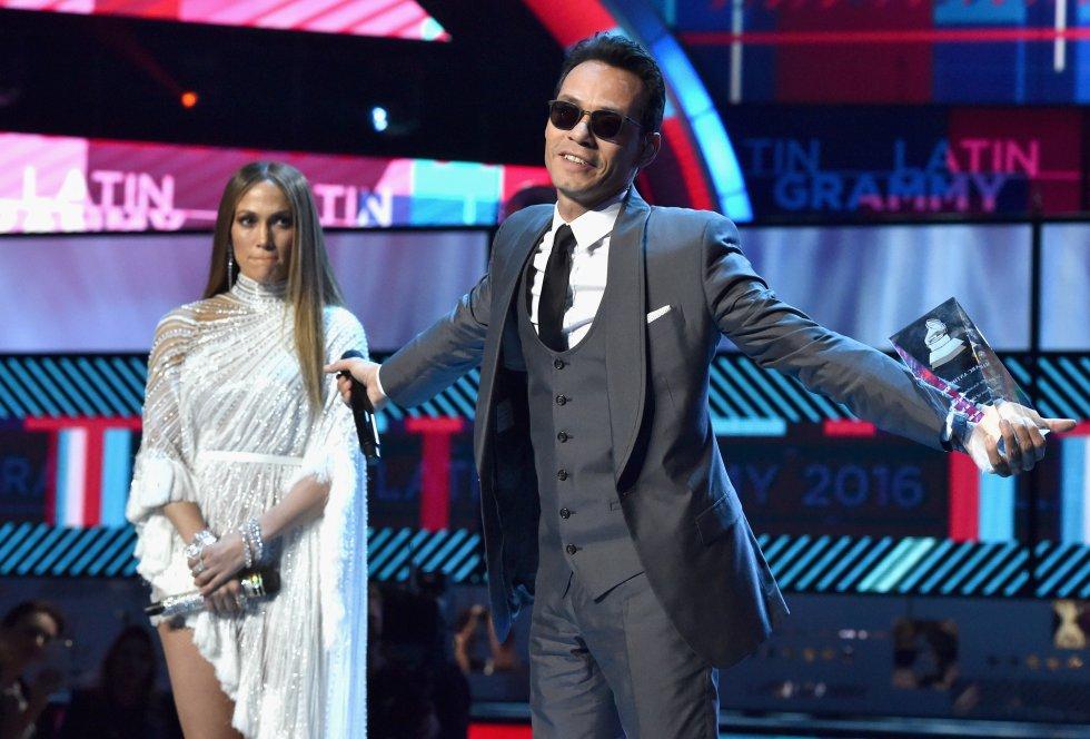 Marc Anthony y Jennifer López terminaron por las constantes infidelidades del cantante. Además, se rumora que la cantante lo engañó con William Levy