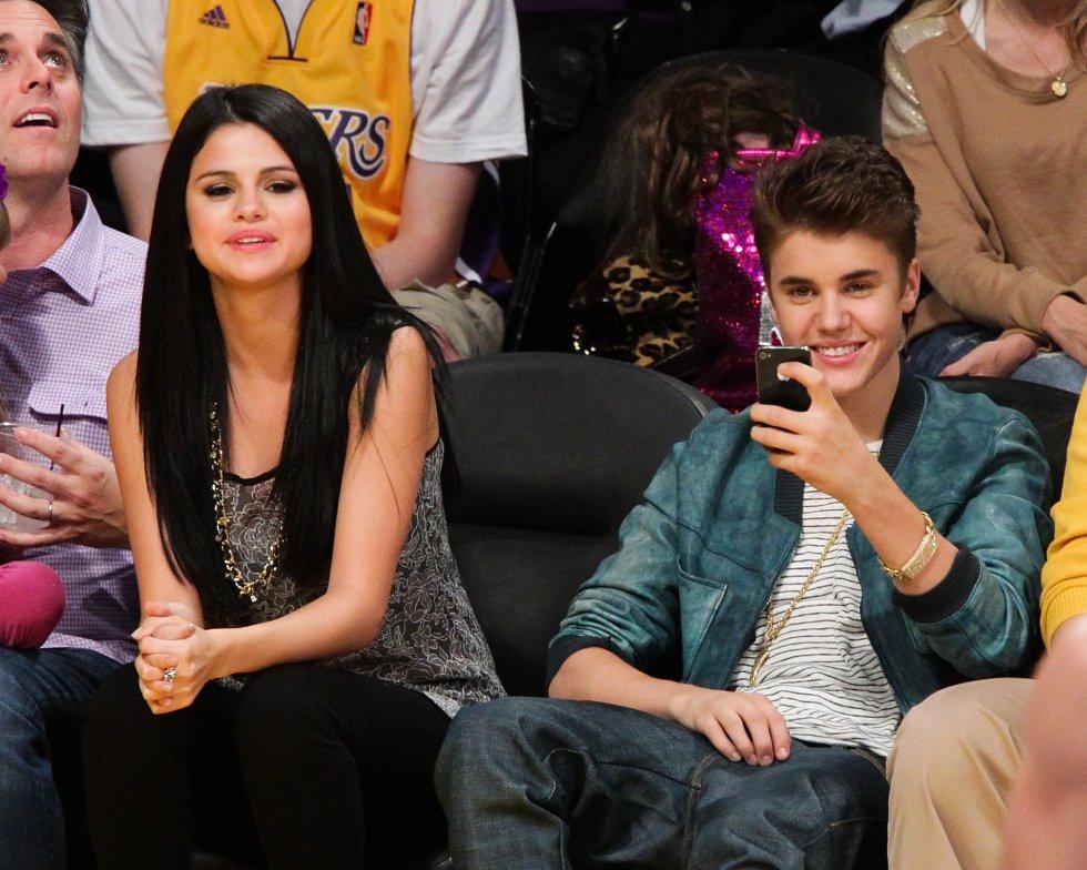 Se dice que Justin Bieber engañó múltiples veces a la cantante Selena Gómez, incluso con su actual esposa Hayley Bieber.
