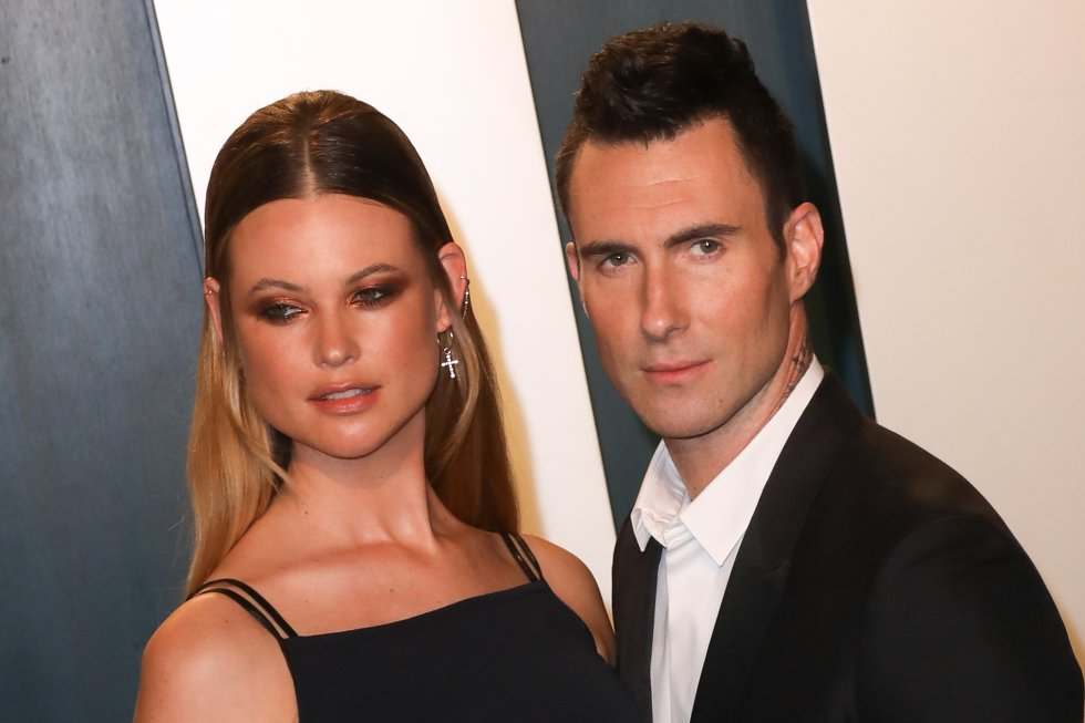 El cantante Adam Levine le fue infiel a Bethany, quien se enteró por un periódico.