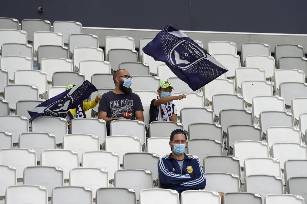 Partidos con hinchas: (Fotos) De a poco se da el regreso de los hinchas a los estadios