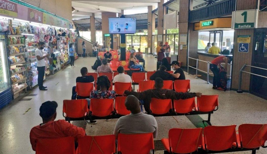 Pasajeros Terminal Transportes Bucaramanga Reactivacion Mas De 3000 Pasajeros Recibio La Terminal De Transportes Bucaramanga Actualidad Caracol Radio