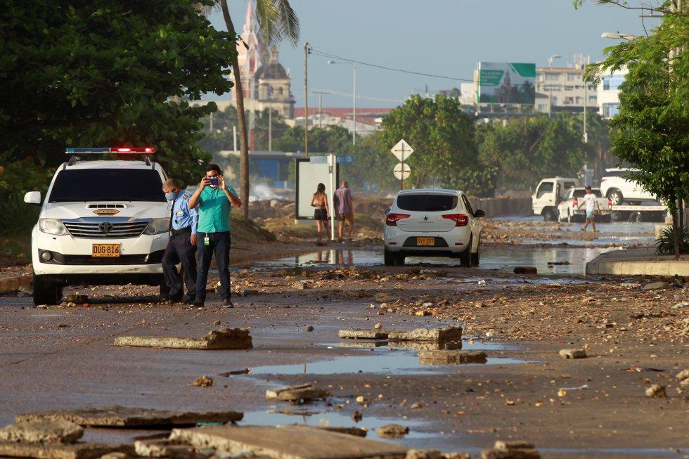 Algunas de las vías principales permanecen cerradas. Además, las autoridades intentan restablecer las comunicaciones.