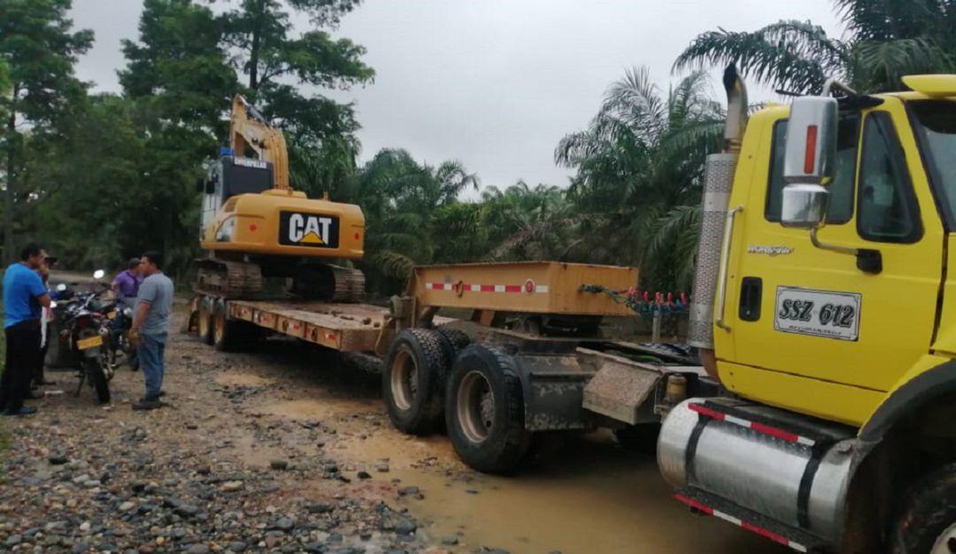 BAJO RIONEGRO MAQUINARIA PESADA LLUVIAS INUDNCACIONES DIQUE JARILLONES: Empezó a llegar maquinaria pesada al bajo Rionegro