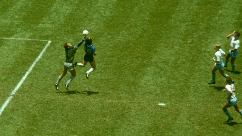 Diego Maradona con el 'gol de la mano de Dios' en México 1986.