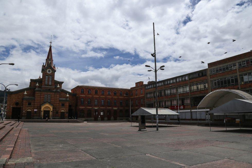 Abril 10 de 2020. Semana santa en medio de la cuarentena en el barrio 20 de Julio en Bogotá
