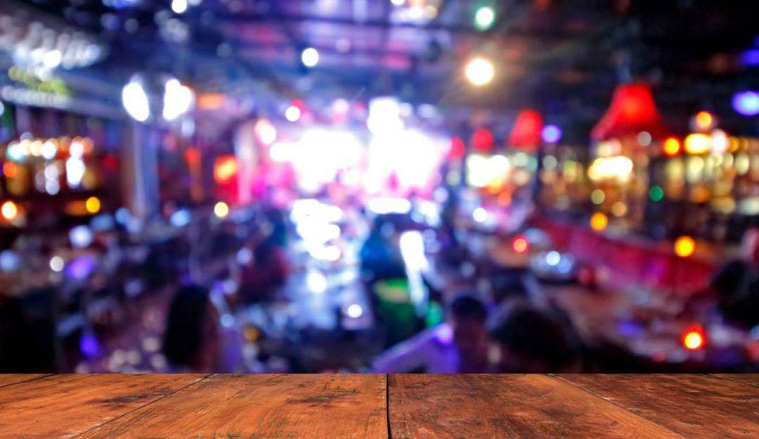 El Gobierno Nacional emitió una nueva resolución en la que establece que no se podrá vender, ni consumir bebidas alcohólicas luego de las 10:00 de la noche en 13 zonas del país, donde las camas de cuidado intensivo superan el 70%. Dentro de esos departamentos está el Quindío, sin embargo, el secretario de gobierno de…