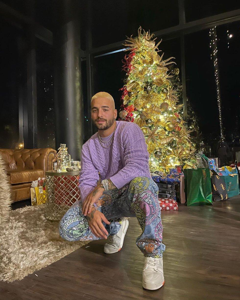 El cantante disfrutó la noche acompañado de su familia en su casa en la ciudad de Medellín